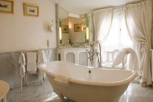 Маленькая ванная комната прованс