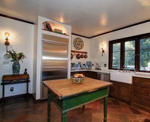 дизайн кухни в колониальном стиле