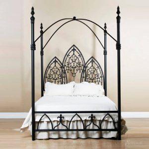 готическая кровать