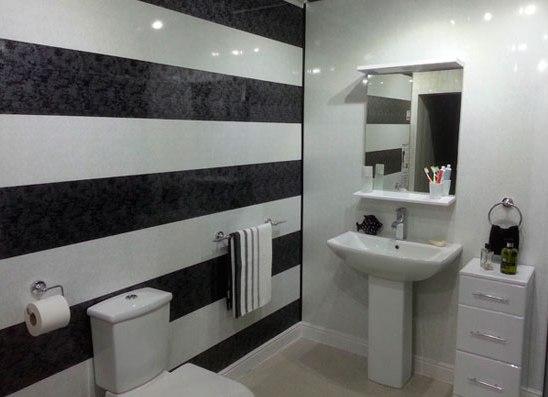 сегодняшний день маленькие ванные комнаты обделанные белыми пластикавыми панелями выставок