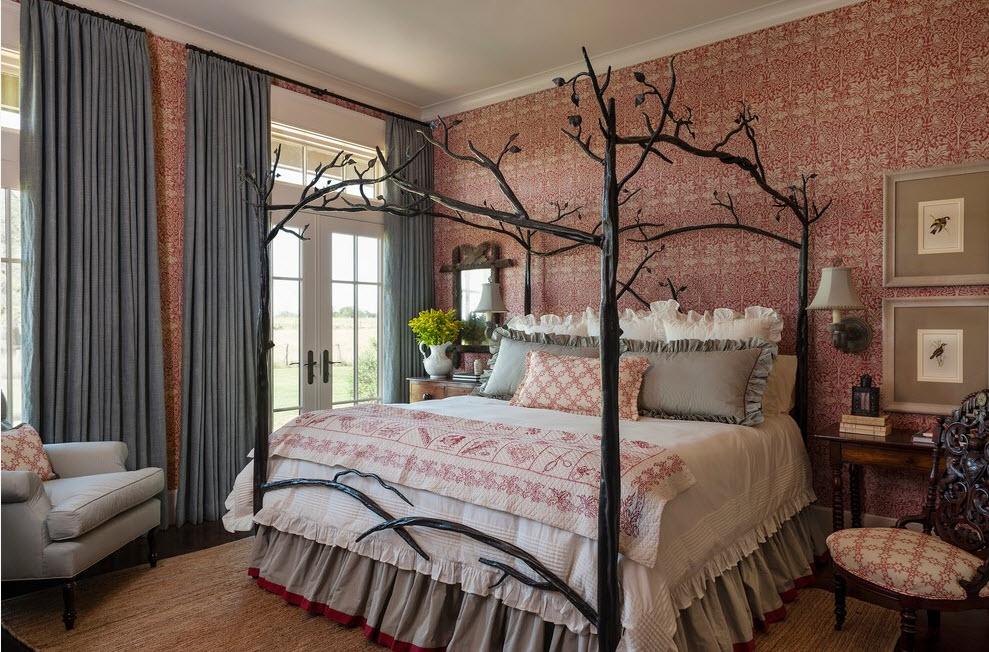 кованая кровать в современном интерьере